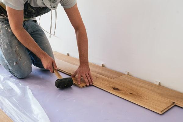 Houten vloeren repareren